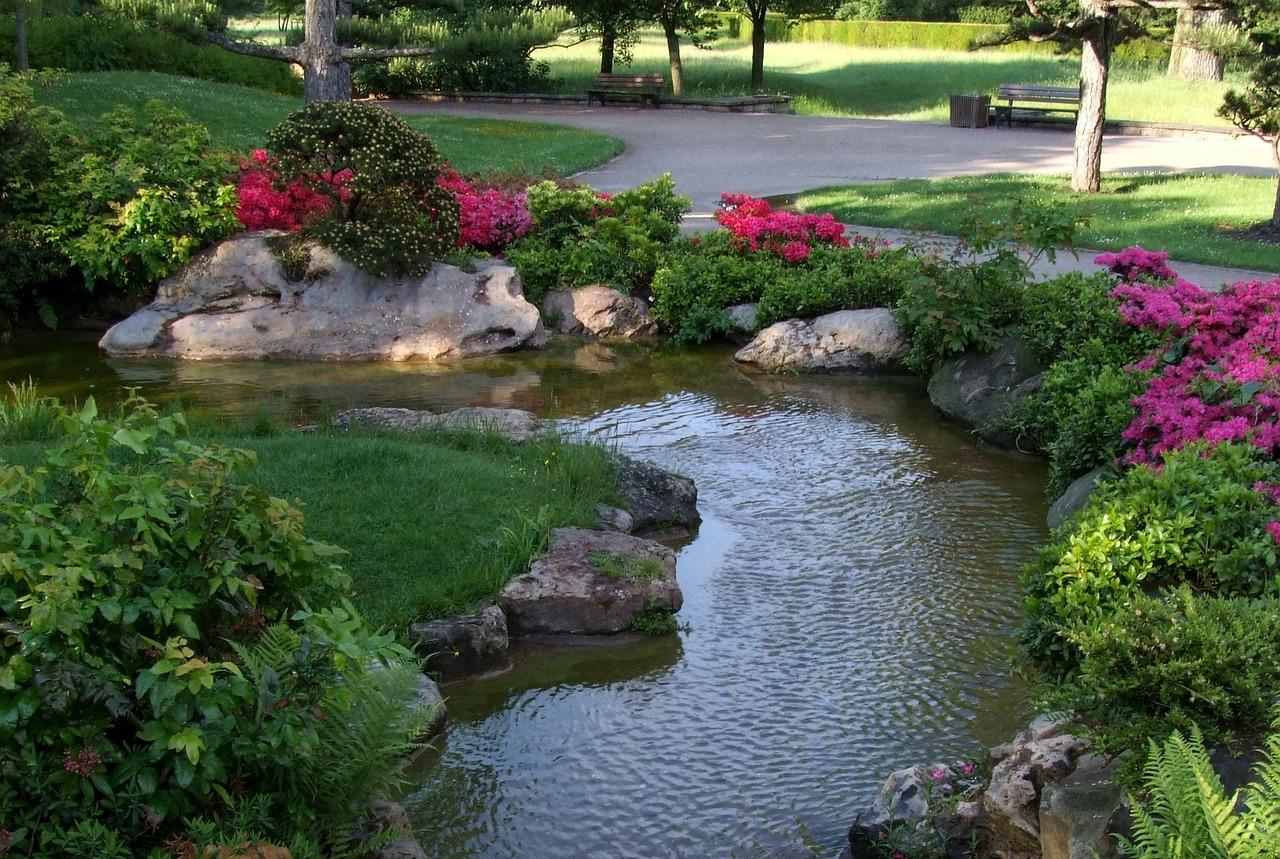 oczko wodne w ogrodzie, pompa wodna